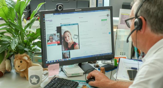 Ein Arzt behandelt eine Patientin am Telemedizin-Portal (Bild: © Staatsministerium Baden-Württemberg)
