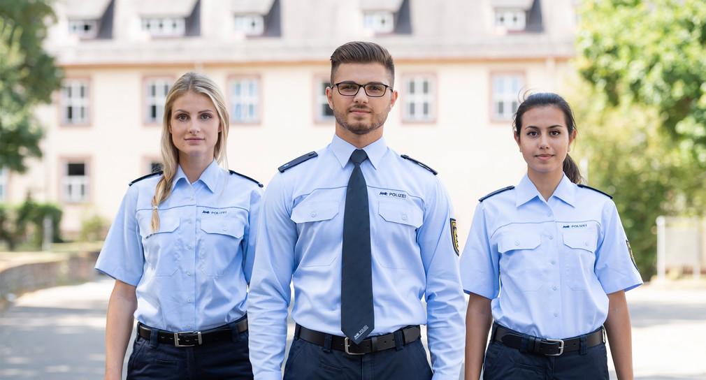 Junge Polizeibeamtinnen und -beamte. Quelle: Polizei Baden-Württemberg