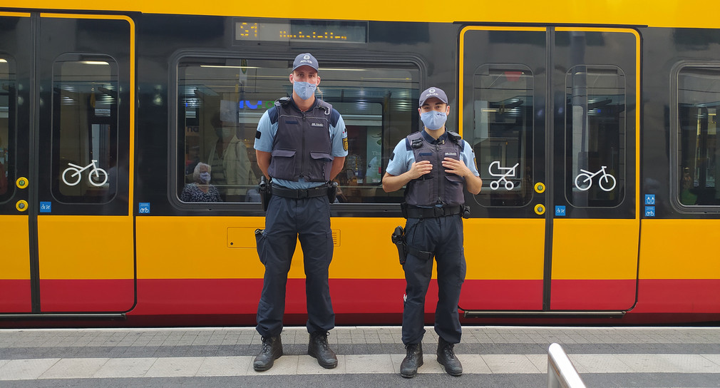 Polizei mit Maske