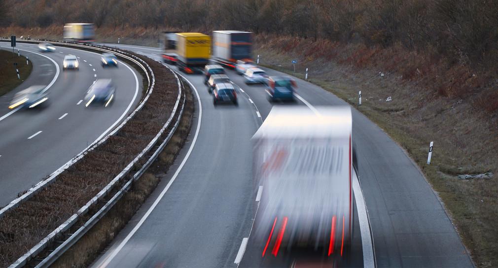 Verkehr auf einer Autobahn. (Bild: Verkehrsministerium Baden-Württemberg)