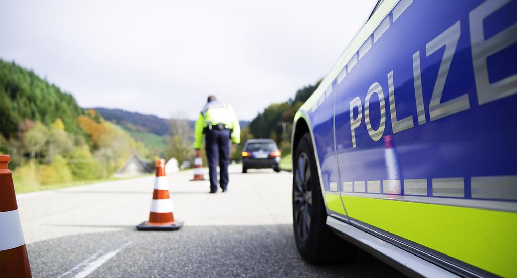 Polizeistreife bei Verkehrsunfall
