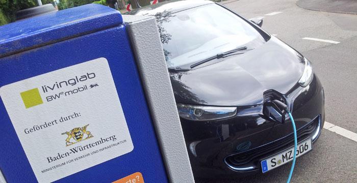 Ein Elektroauto lädt an einer Ladesäule der EnBW. Das Land Baden-Württemberg fördert den Ausbau der Ladeinfrastruktur. (Bild: © Staatsministerium Baden-Württemberg)