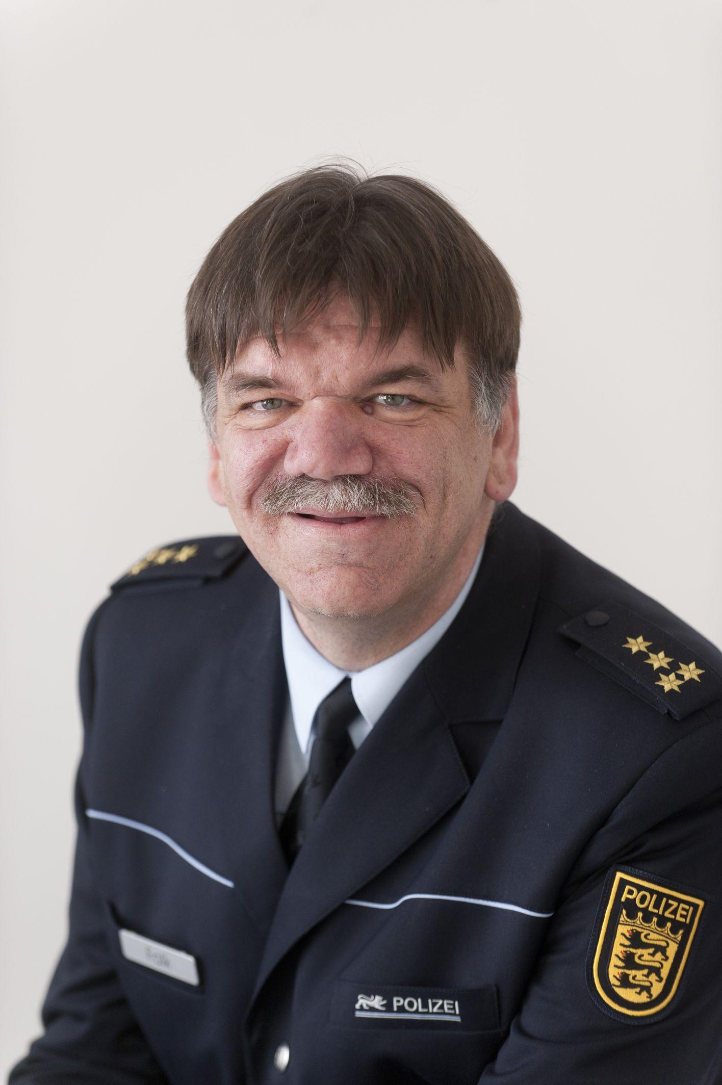 <b>...</b> Ltd. PD <b>Reinhard Renter</b> (JPG) <b>...</b> - falk_ekkehard